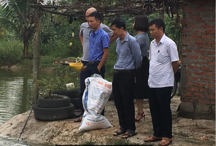 Đoàn trung tâm khuyến nông đi kiểm tra mô hình ở Đông Hưng, Thái Bình