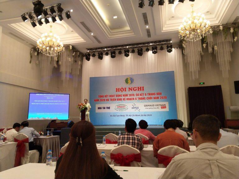 Ông Phan Văn Lục, Phó chủ tịch kiệm Tổng thư ký VIPA, báo cáo kết quả công tác năm 2019, sơ kết 6 tháng đầu năm 2020 và triển khai kế hoạch 6 tháng cuối năm 2020