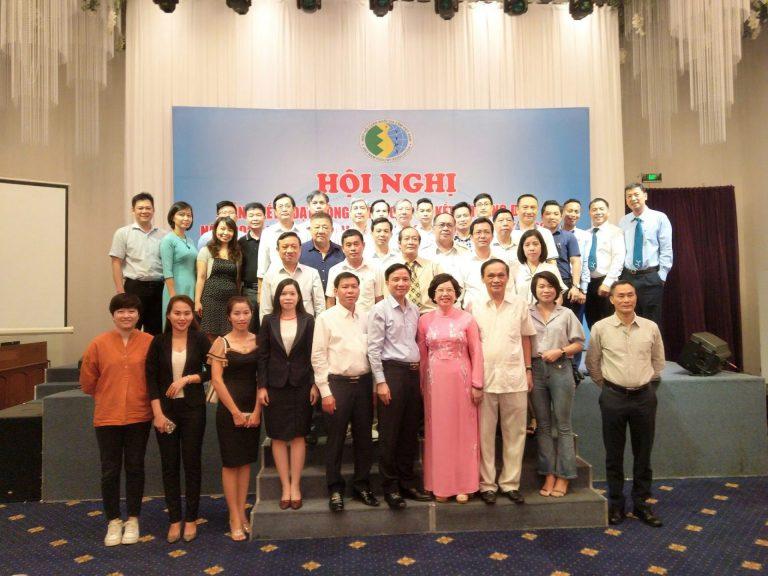 Các cty thành viên và ban tổ chức chụp hình lưu niệm tại Trung tâm hội nghị Khách sạn Tân Sơn Nhất tp.HCM